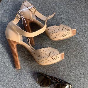 Jessica Simpson nice heels